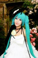 Haruma High Drop : Hatsune Miku by Itchy-Hands