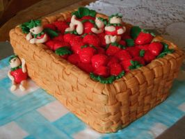 strawberry basket cake by Shoshannah84