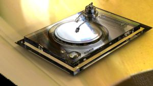 Glass Turntables by aMorle
