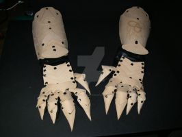 Gauntlets and Clawed gloves by PracticalApplication