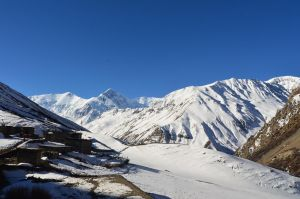 Annapurna Circuit - Day 8 - Morning sun by LLukeBE