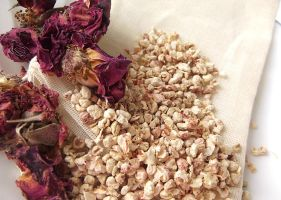 Rosewood Musk scented Potpourri Sachet by curiouscarrie