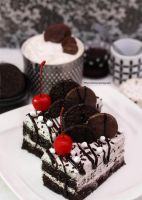 Irresistible Oreo Cake Slices by theresahelmer
