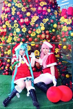 Miku and Luka _ Christmas _ Vocaloid by NeeHime