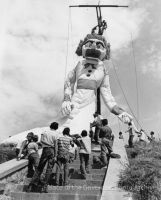 Children watching construction of Zozobra by DonkehSalad23