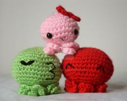 octopi amigurumi family by pirateluv
