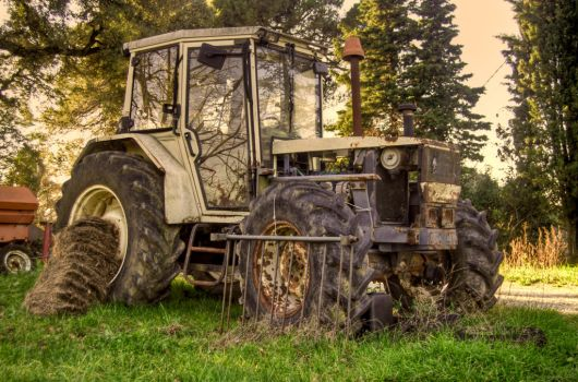 Tractor HDR by Kelyen