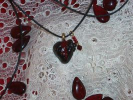 Beeding Heart by Sarinilli