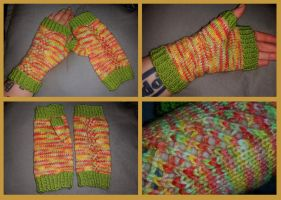 Sugary candy floss fingerless mittens by KnitLizzy