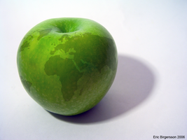 The Earth in an Apple by ahmedmo