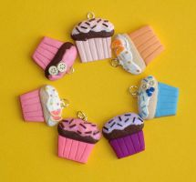 Cupcake Charms by ClayConnections