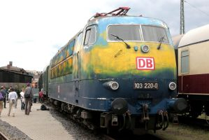 Beauty with a bad paint job by Budeltier