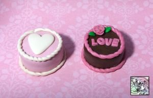 Miniature Dollhouse Valentine's Themed Cakes by prismaticpearls