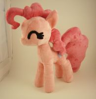 Medium Pinkie Pie by ferbii