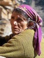 old lady at malana by fotuzlab