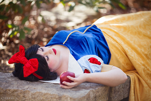 Snow White by ChikiCosplay