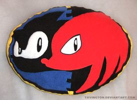 Sonic and Knuckles Pillow by tavington