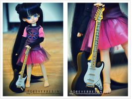 That girl and her guitar by ForeverResin