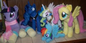 Group of ponies by Helgafuggly