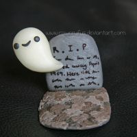 Small Ghost Figurine xx by xoxRufus