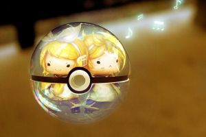 Chibi Rin and Len Pokeball (Vocaloid) by wazzy88