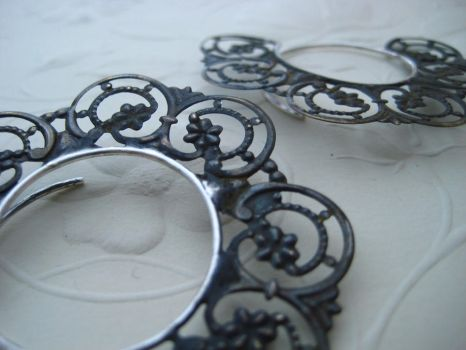 18g faux filigree hoops by discomedusa