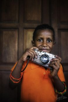 ...Little Photographer From Papua... by ditya