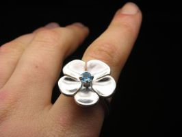 Big flower ring with topaz by nellyvansee