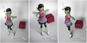 MH CAM Gorgon OOAK doll repaint 1 by kamarza