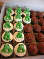 frog cupcakes by cake-engineering