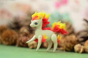Miniature pokemon Ponyta