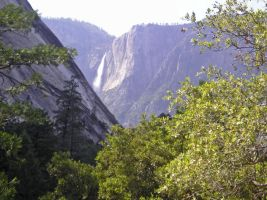 Yosemite Falls by bonnyblue22