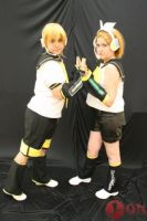 Kagamine Twins Cosplay 01 by EmoHimeChan