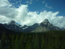 Mountains 6 by raindroppe