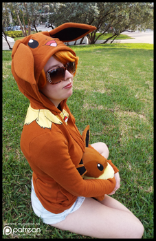 (Pokemon) 2 Eevees Together (Cosplay) by KrazyKari