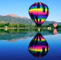 Dipping Hot Air Balloon by beverlytazangel