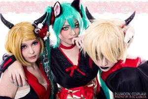 Miku Fox and Hakamairi Rin Len by plu-moon