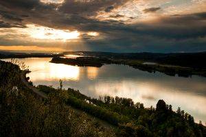 Sunset over Columbia River... by sergey1984