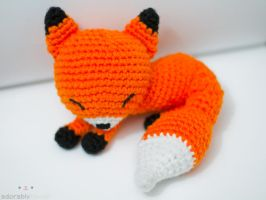 sleepy fox by tinyowlknits