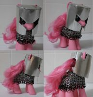 Pinkie pie in chain mail with a pot helm. by Gruntoks