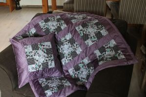 Quilt blankie and pillow combination by Ammeih