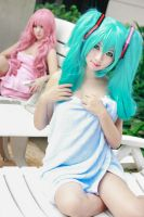 Vocaloid Spa - Miku Luka by Xeno-Photography