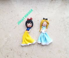 Snow white and Alice by Mameah