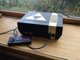 Black and Gold Zelda NES by Hananas-nl