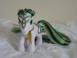 Custom my little pony Emerald Celtic knot 2 by thebluemaiden