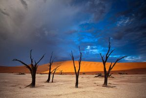 Dead vlei sunrise by Zefisheye