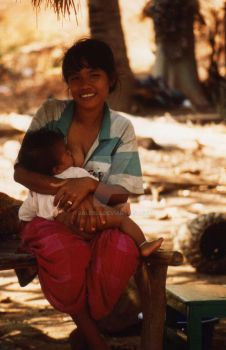 Thai Mother and Child by balibob