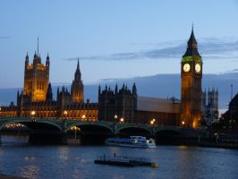 Night Over London Lay by TearsOfStarryDream
