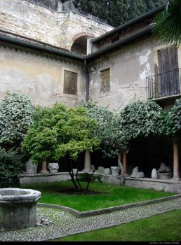 Roman Courtyard by indolosse