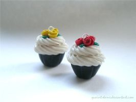 Customised Cupcake with Roses by quaint-dame